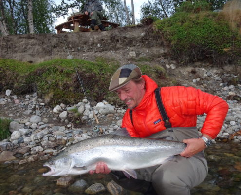 Claus with his new personal best Salmon. 10,9 kg